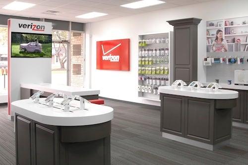 Verizon SmartStore Looking towards the front of the store DSC_4812 (1)